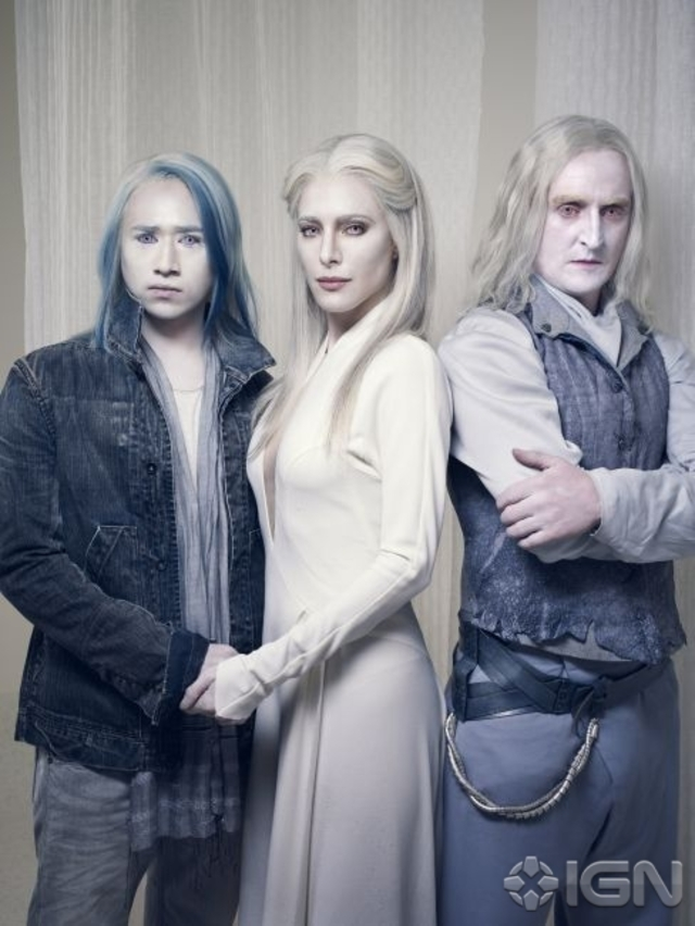Alak Tarr (Jesse Rath) and his parents, Stahma (Jaime Murray) and Datak (Tony Curran) - Defiance