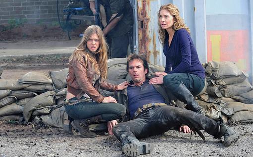 Revolution - Billy Burke, Elizabeth Mitchell and Tracy Spiridakos