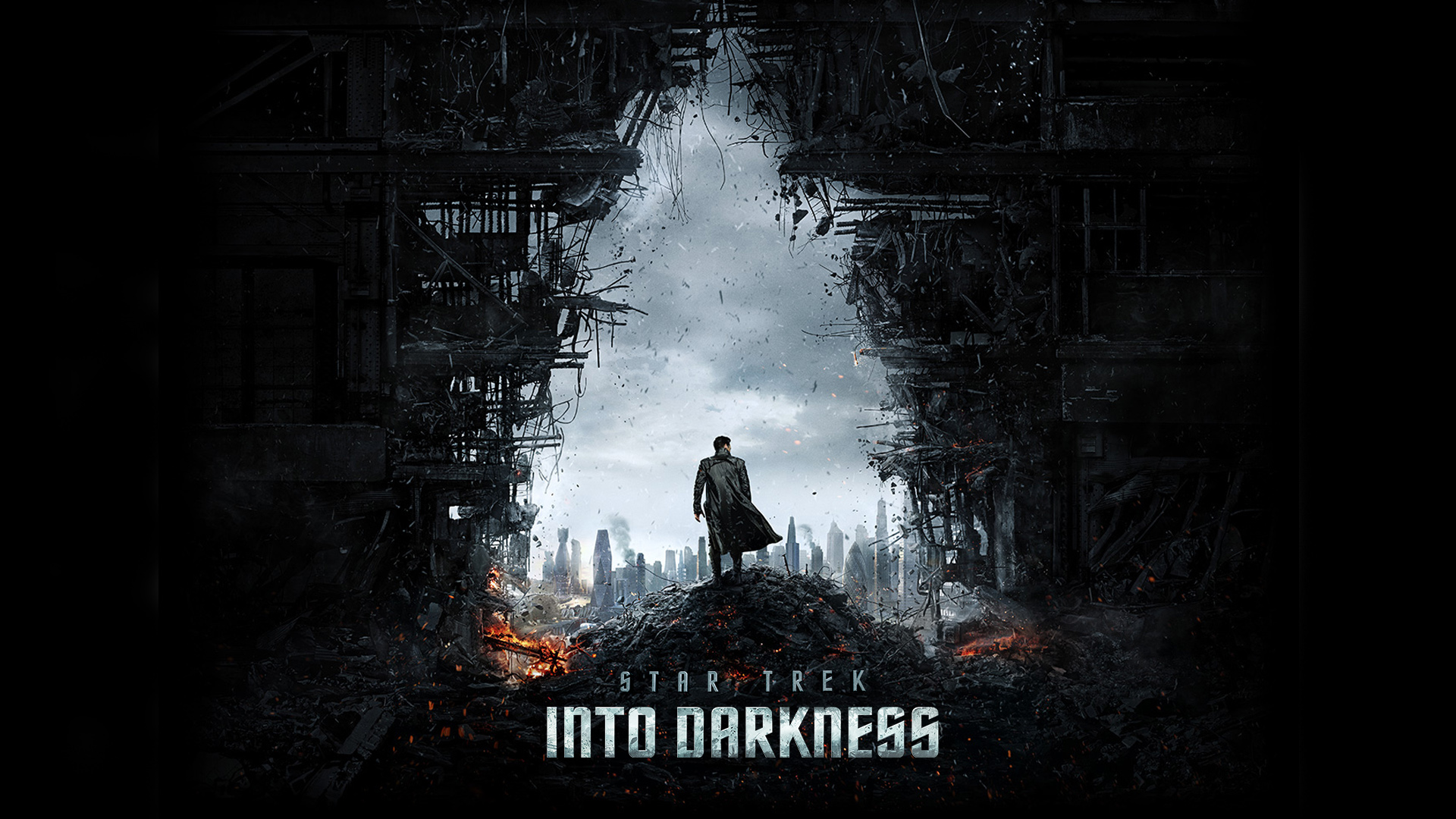 Benedict Cumberbatch, Zoe Saldana, Chris Pine in Star Trek Into Darkness