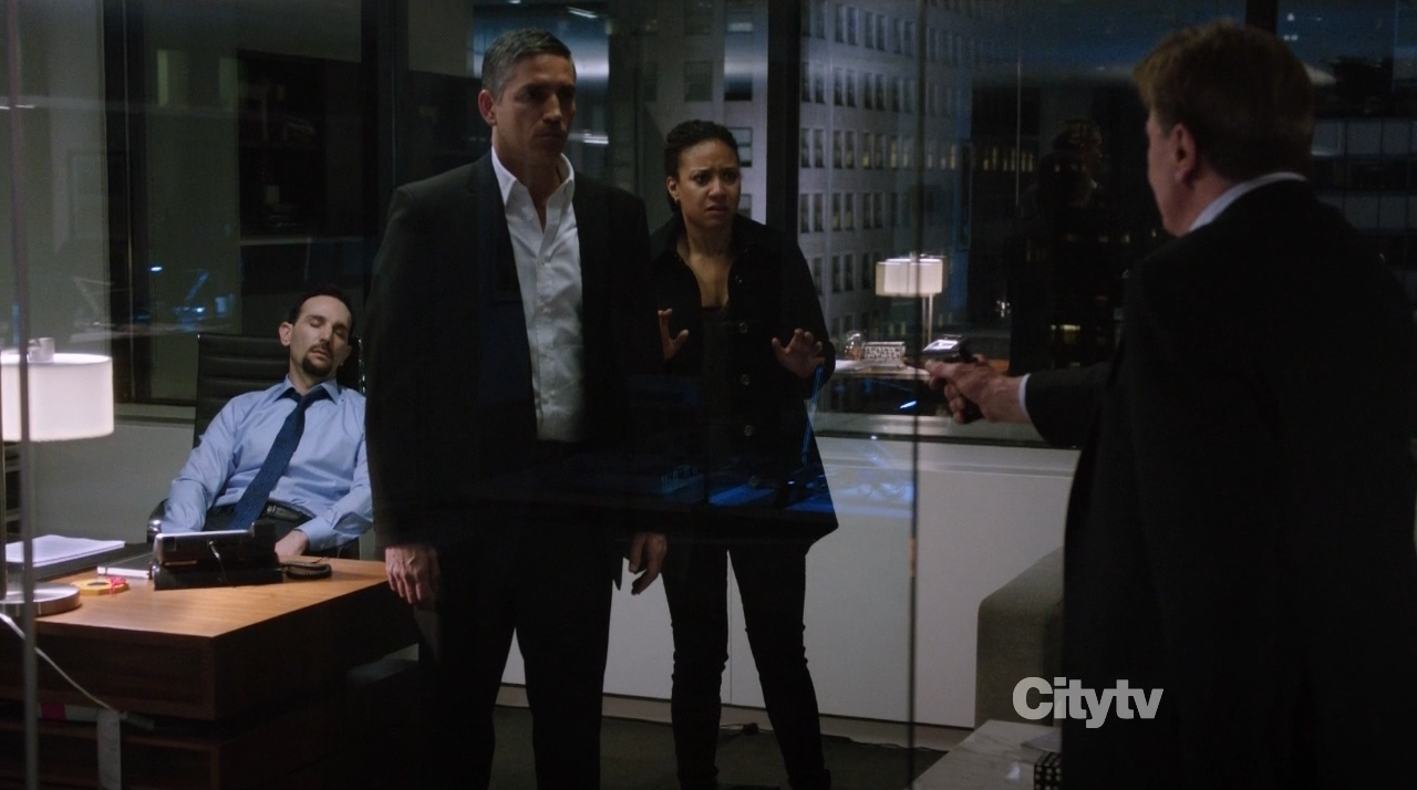 Reese (Jim Caviezel), Monica Jacobs (Tracie Thoms) and CEO Baxter (Larry Bryggman) - Person of interest