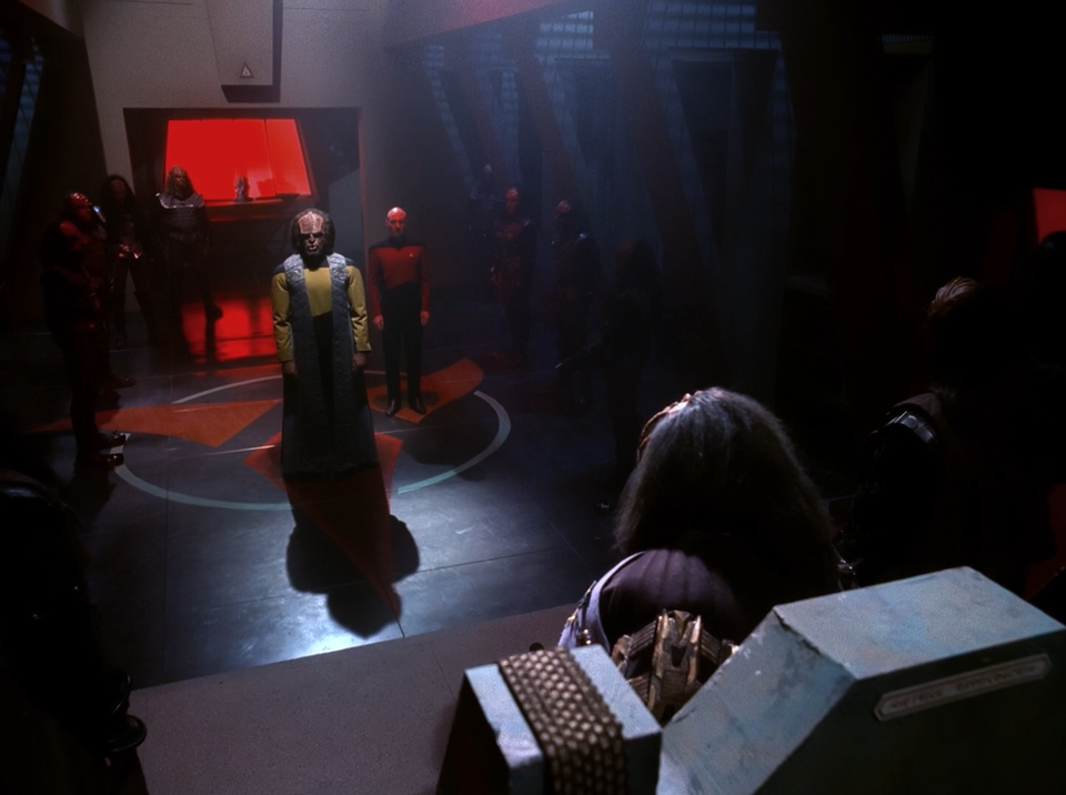 Worf stands before the Klingon High Council - Sins of the Father - Star Trek The Next Generation
