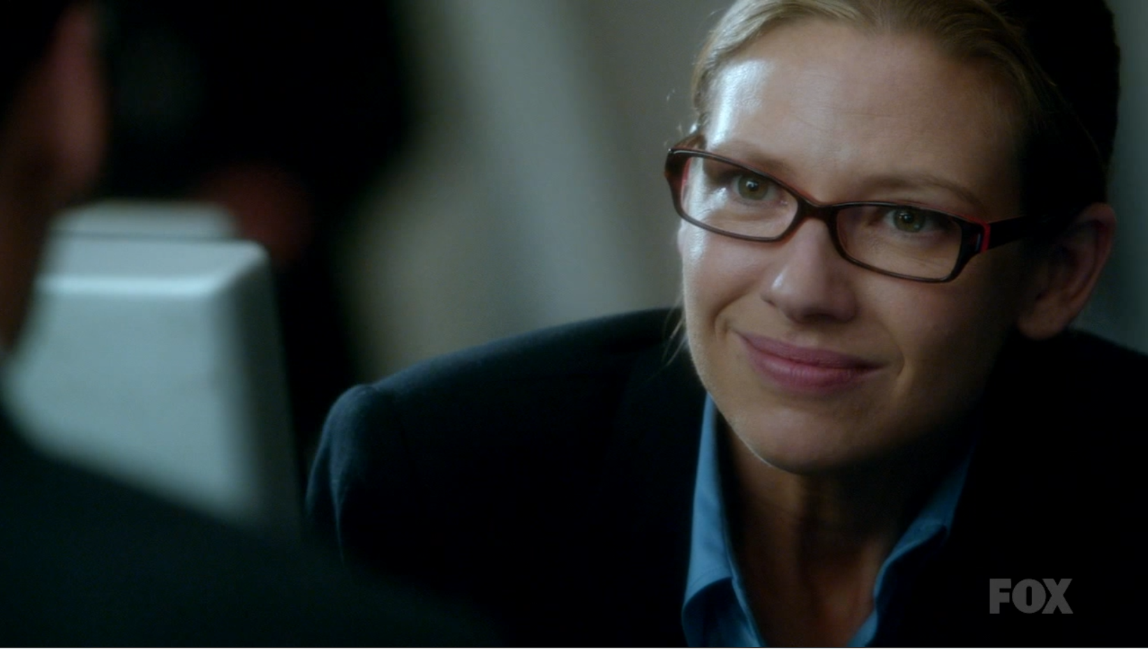 Olivia Dunham (Anna Torv) wearing glasses