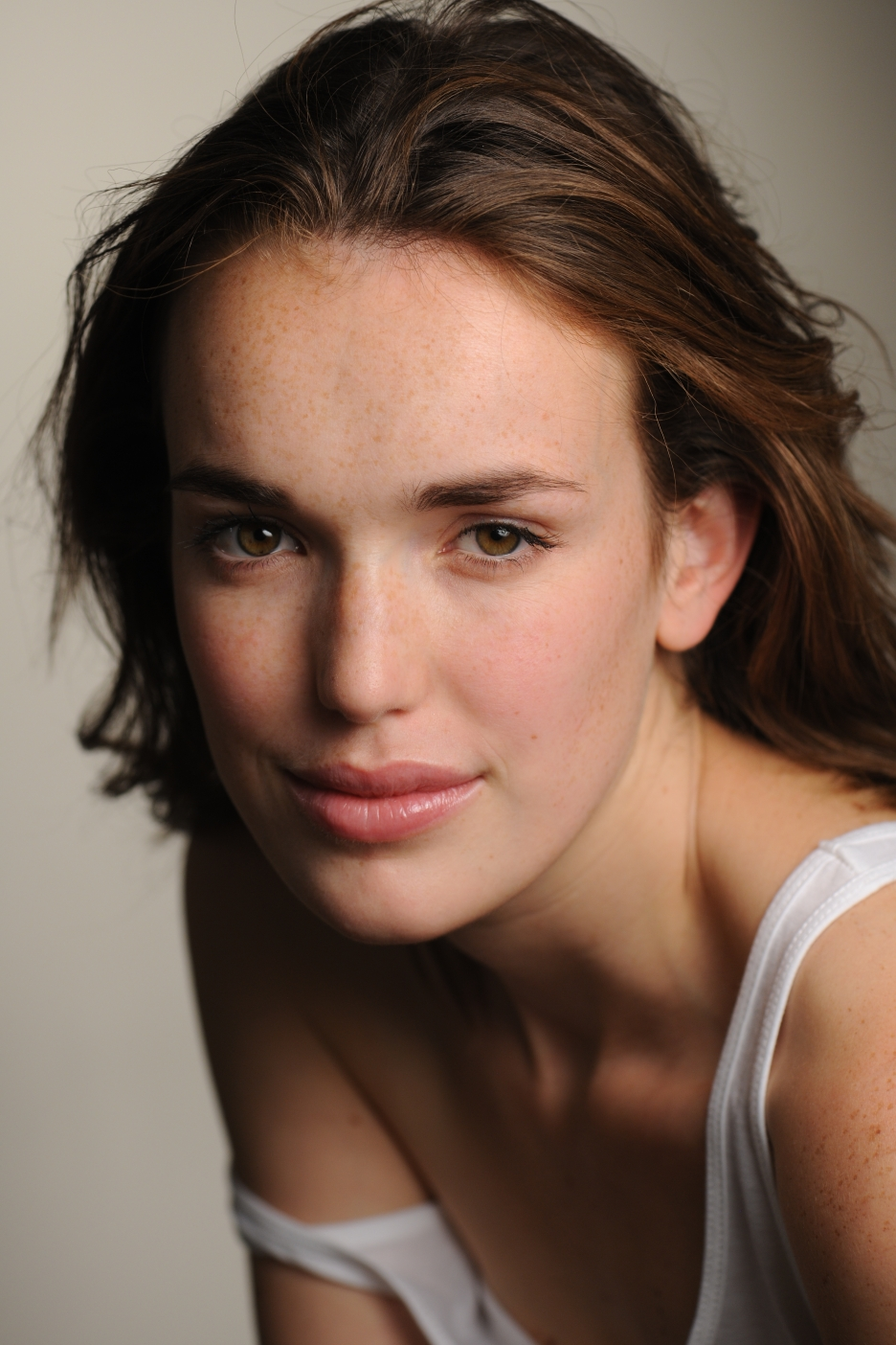 Elizabeth-Henstridge-Agents-of-SHIELD