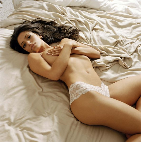 sarah-shahi-topless-person-of-interest
