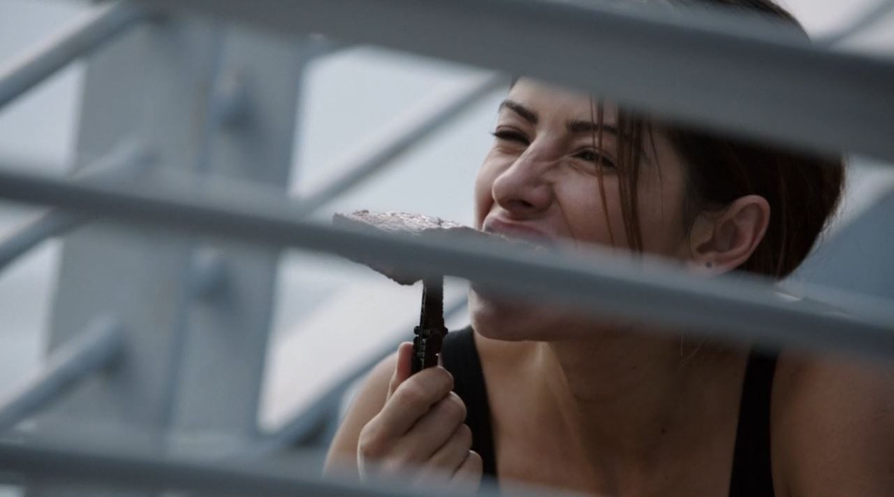 Sarah Shahi as Samantha Shaw eating steak with a knive - Person of Interest season 3