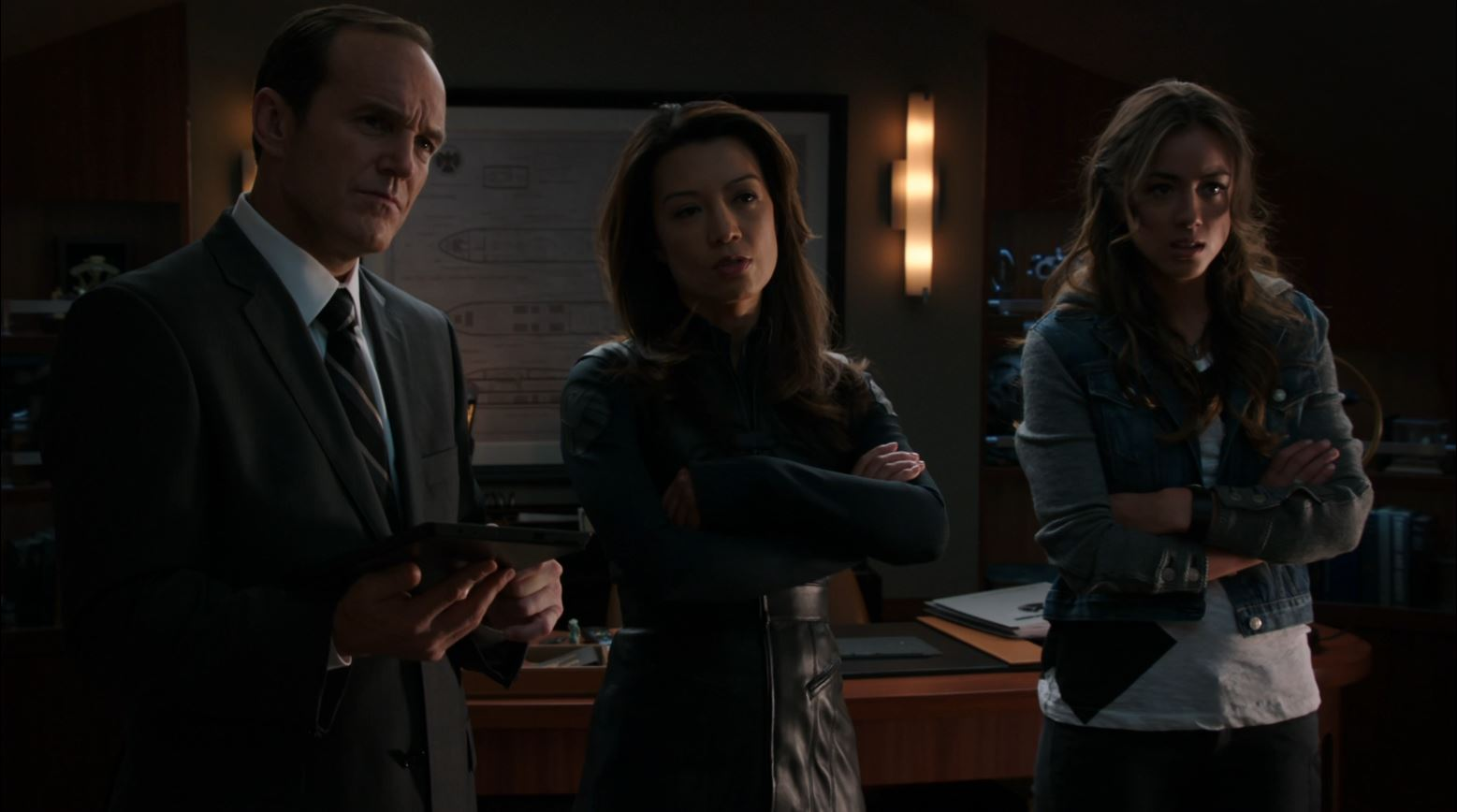 Agents of SHIELD - Eye Spy - Clark Gregg as Coulson, Ming-Na Wen & Chloe Bennet as Skye