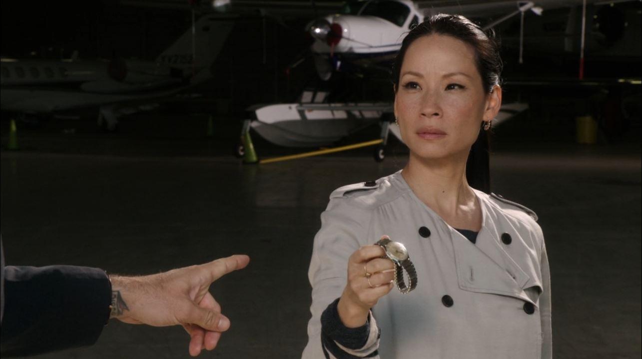 Joan stealing a watch - Lucy Liu in Elemnetary