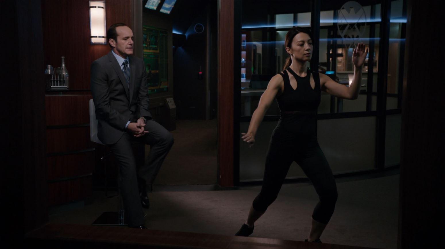 Melinda May (Ming na Wen) exercising with Coulson watching - Agents of SHIELD