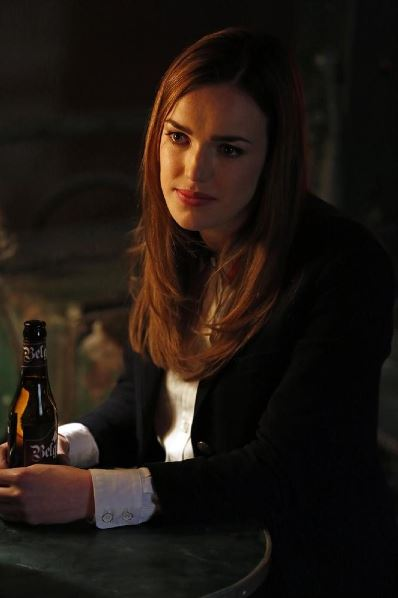 Agents of SHIELD - Seeds - Elizabeth Henstridge as Simmons