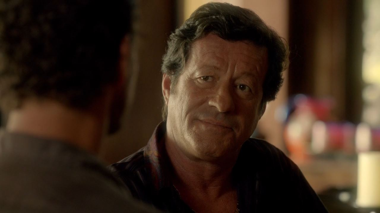 Revolution - Mis Dos Padre - Joaquim De Almeida as the Cartel leader