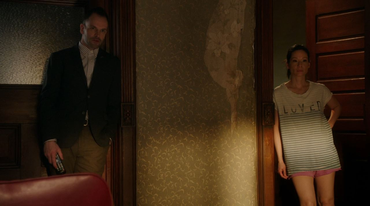 Elementary S2E19 The Many Mouths of Aaron Colville - Lucy Lui and Jonny Lee Miller