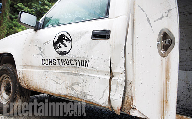 Jurassic World set picture - damaged car
