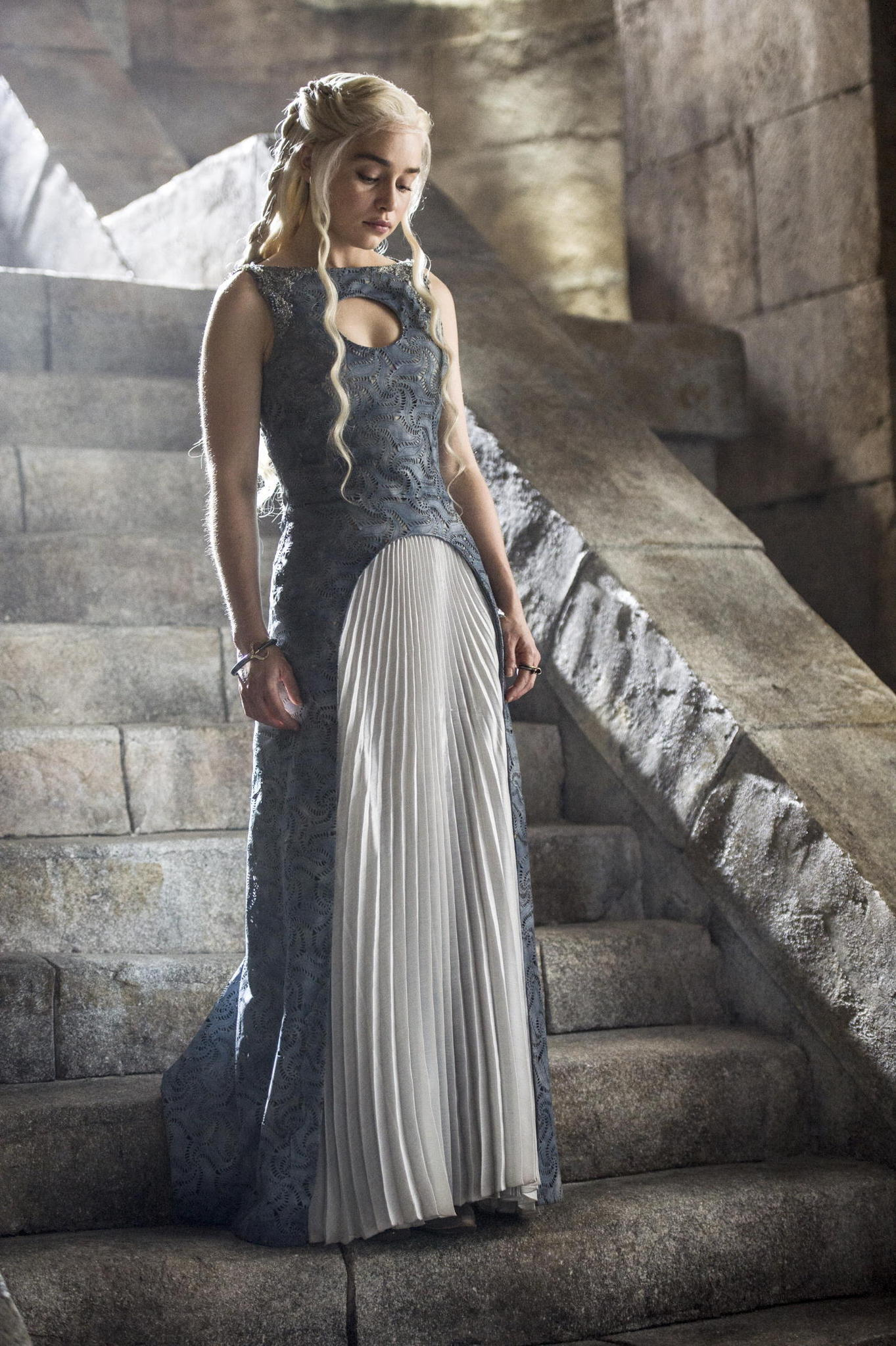 Game of Thrones Season 4 Finale Preview The Children -  Danearys in hot dress www.scifiempire.net