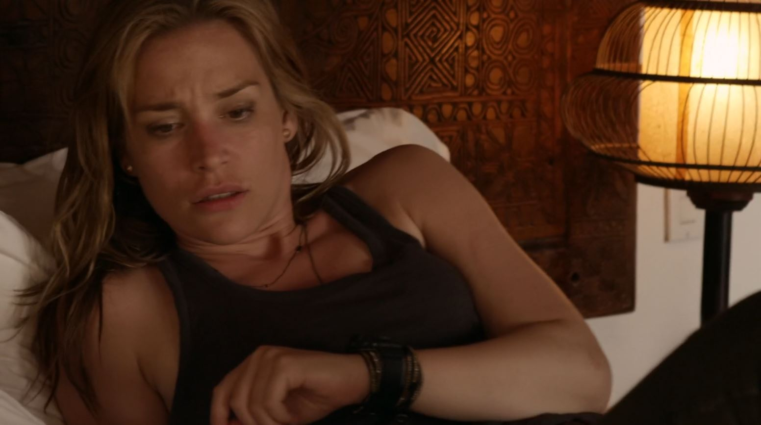 Covert Affairs S5Ep2 False Skorpion Review - Annie Walker (Piper Perabo) waking up after seizure