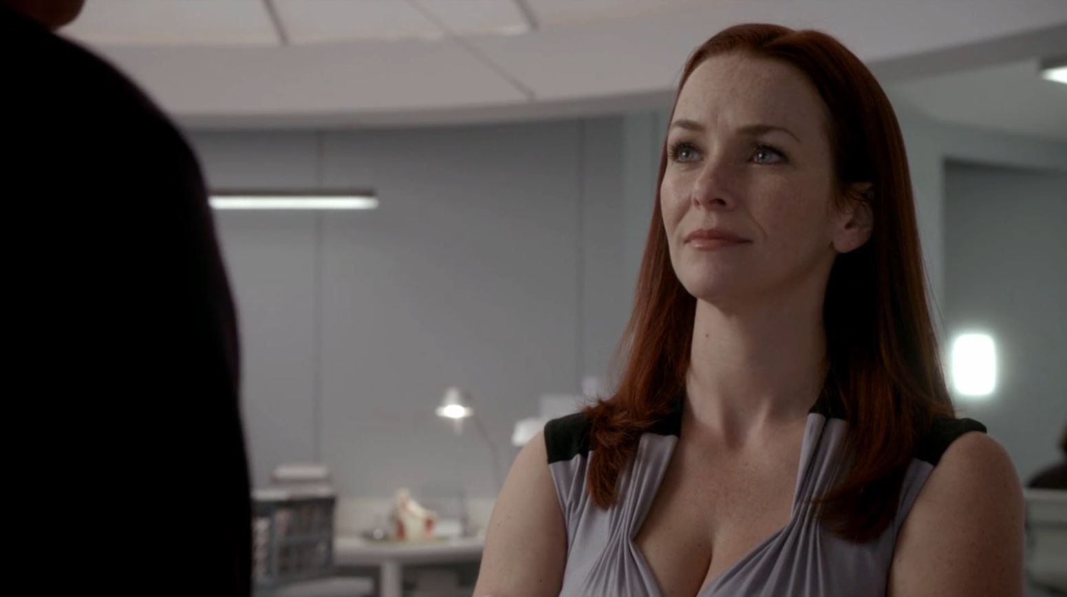Extant S1Ep2 'Extinction' Review! Annie Wersching as Femi Dodd talking to John