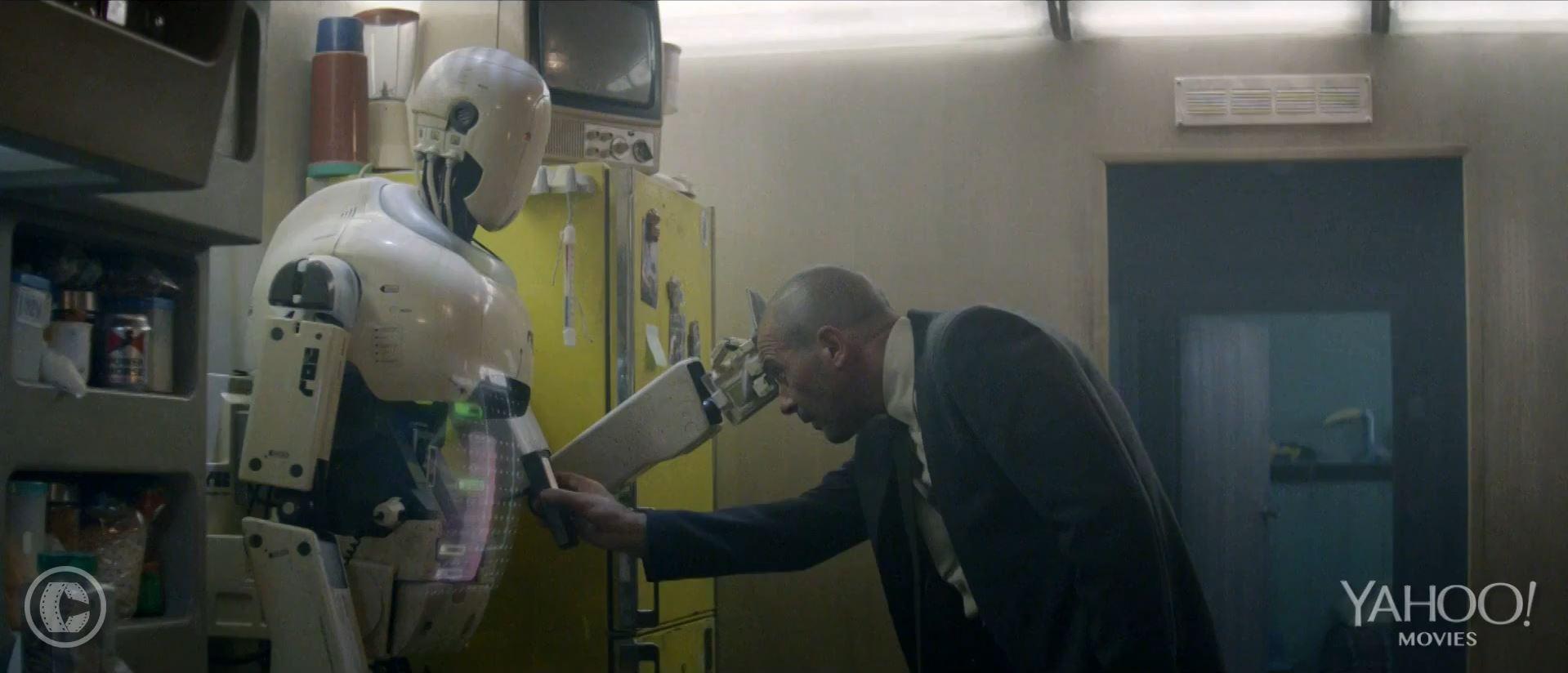Autómata preview Antonio Banderas examining robot