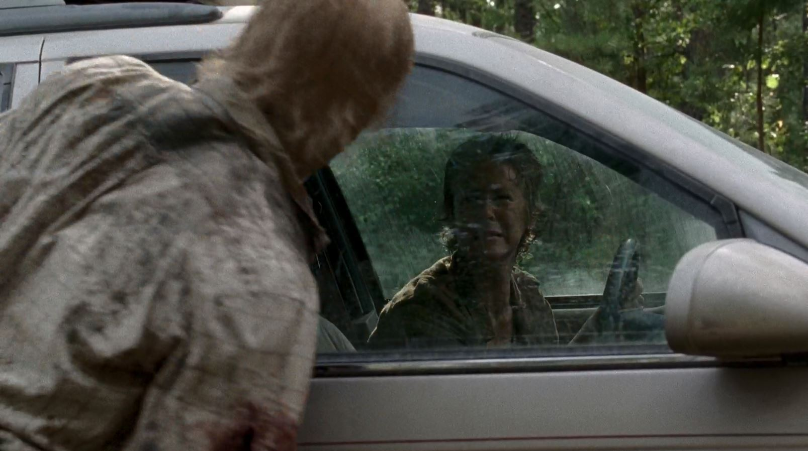 Carol (Melissa McBride) screams at walker - The Walking Dead S5Ep6 Consumed Review