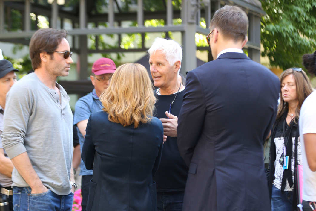 Chris Carter on set with Duchovny and Anderson