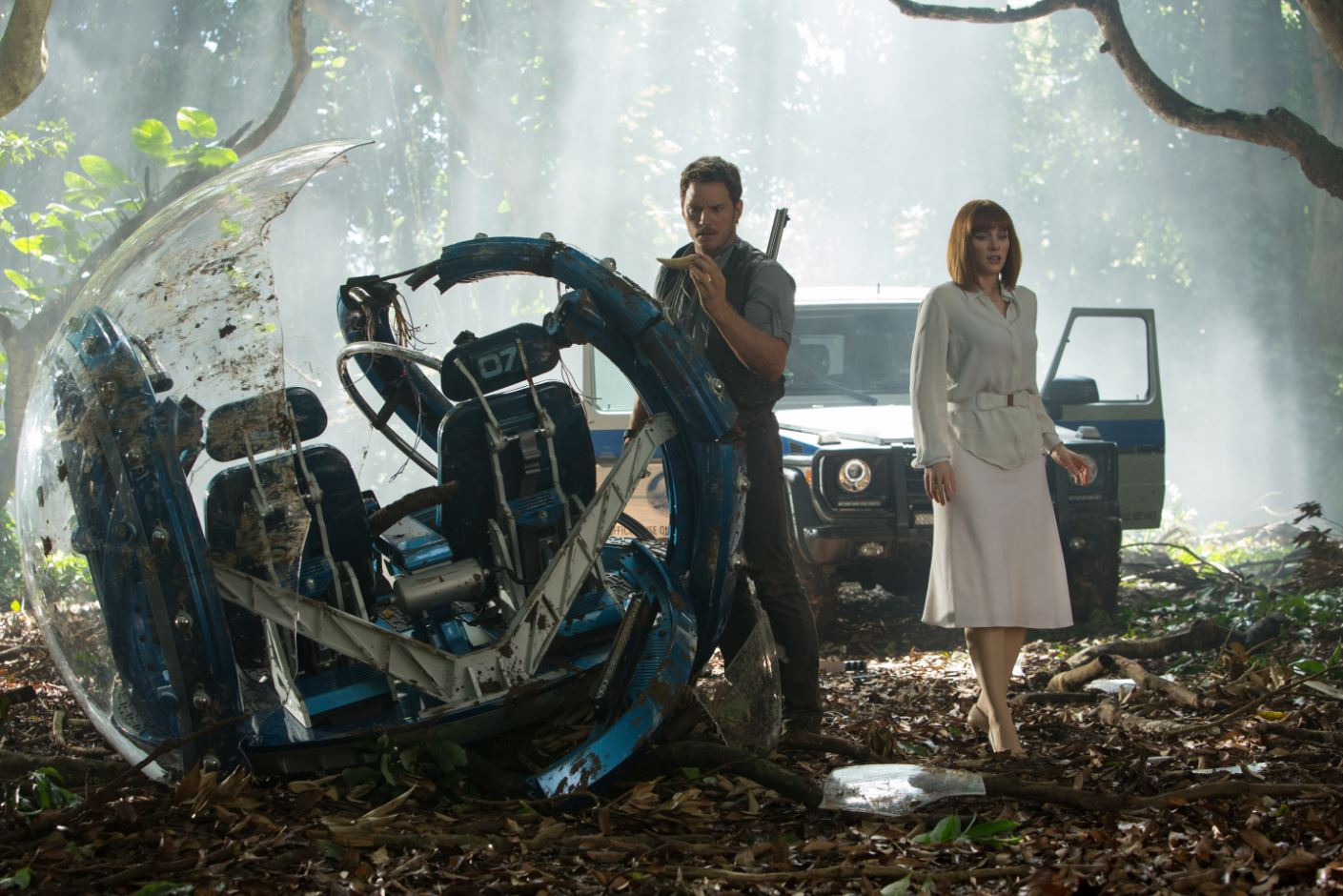 Claire and Owen near torn pod - Jurassic World pics