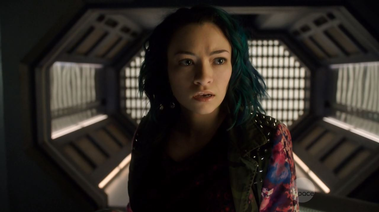 Dark Matter Series Premiere Review. Jodelle Ferland as Five or Das.
