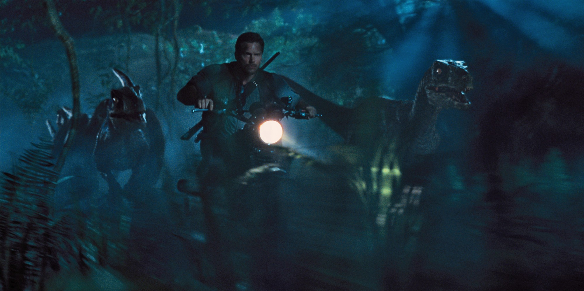 Raptors chasing Chris Pratt - Jurassic World