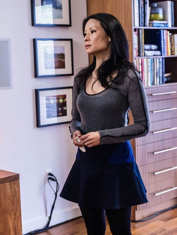Fashion of elementary - Lucy Liu in blue mini skirt