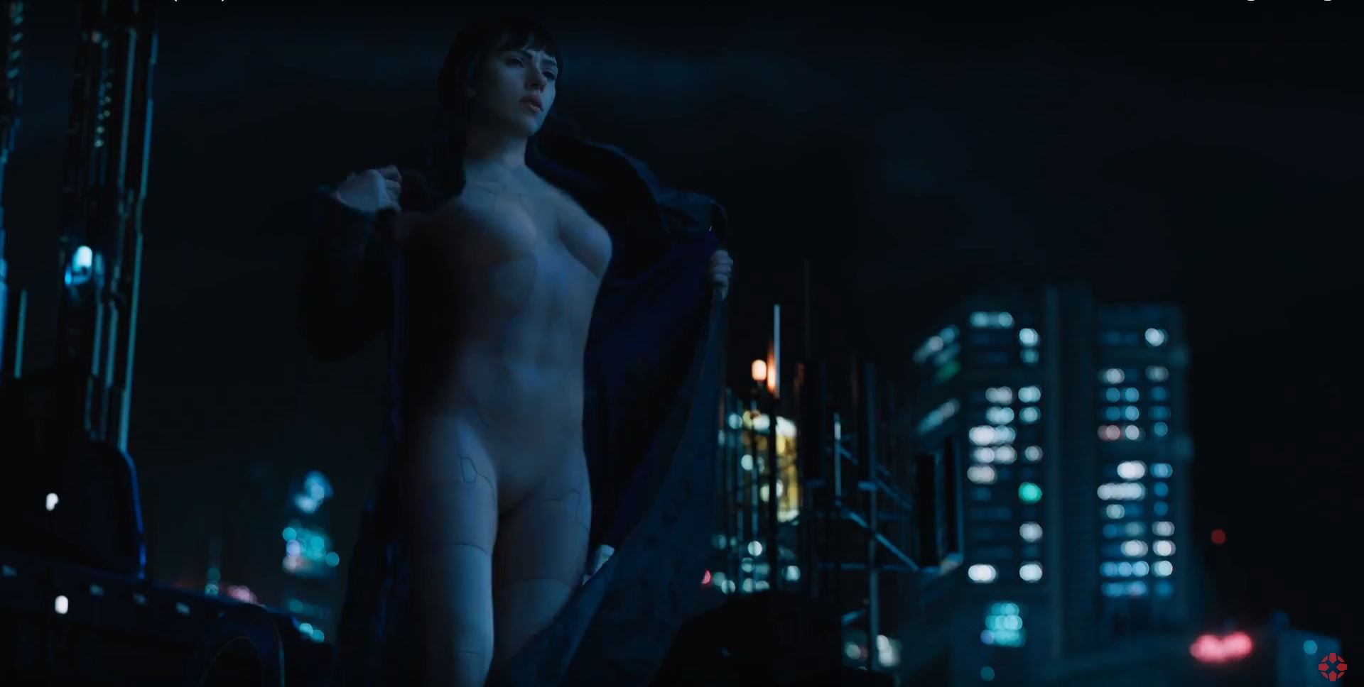 Major (Scarlett Johansson) ready for action - Ghost In The Shell