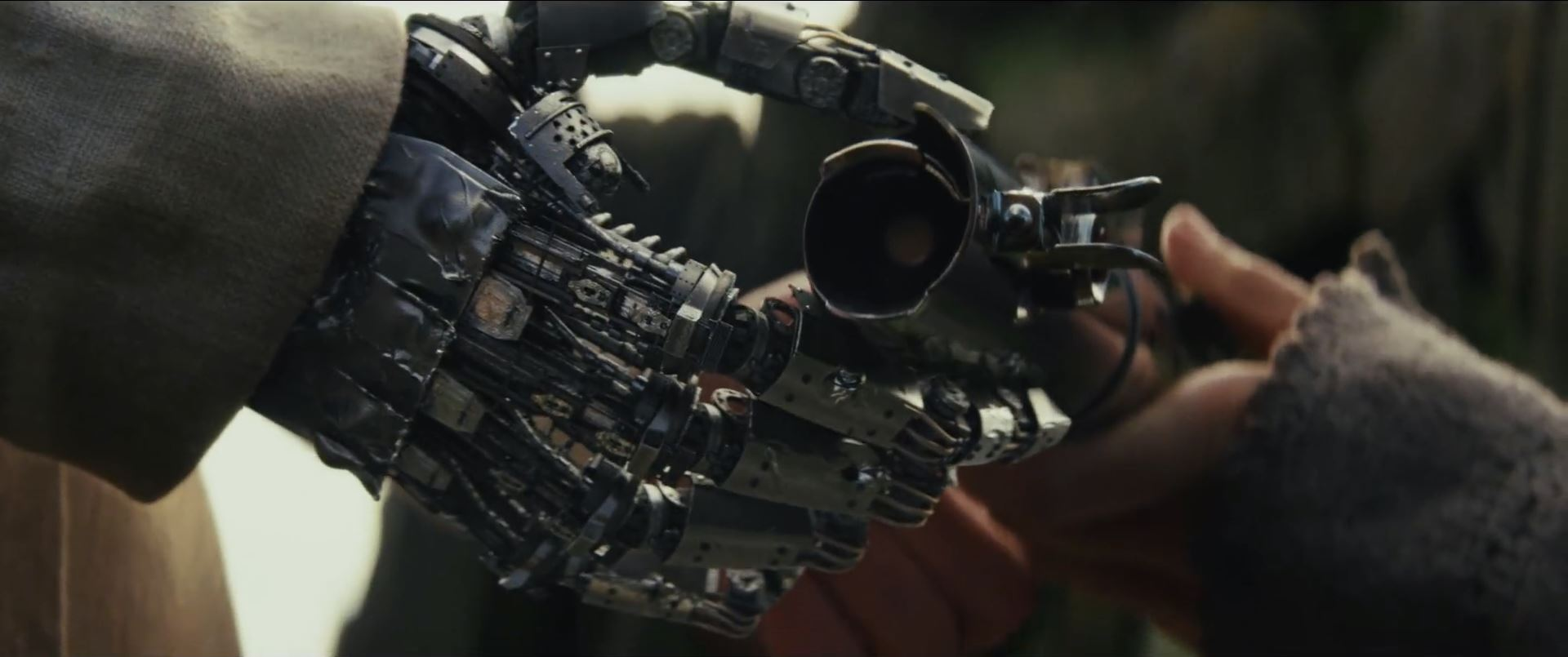 The Last Jedi Trailer - Luke's mechanical hand