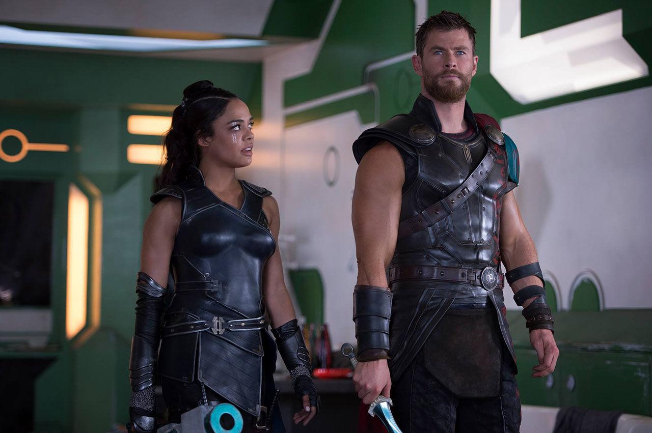 Thor Ragnarok - Chris Hemsworth and Tessa Thompson