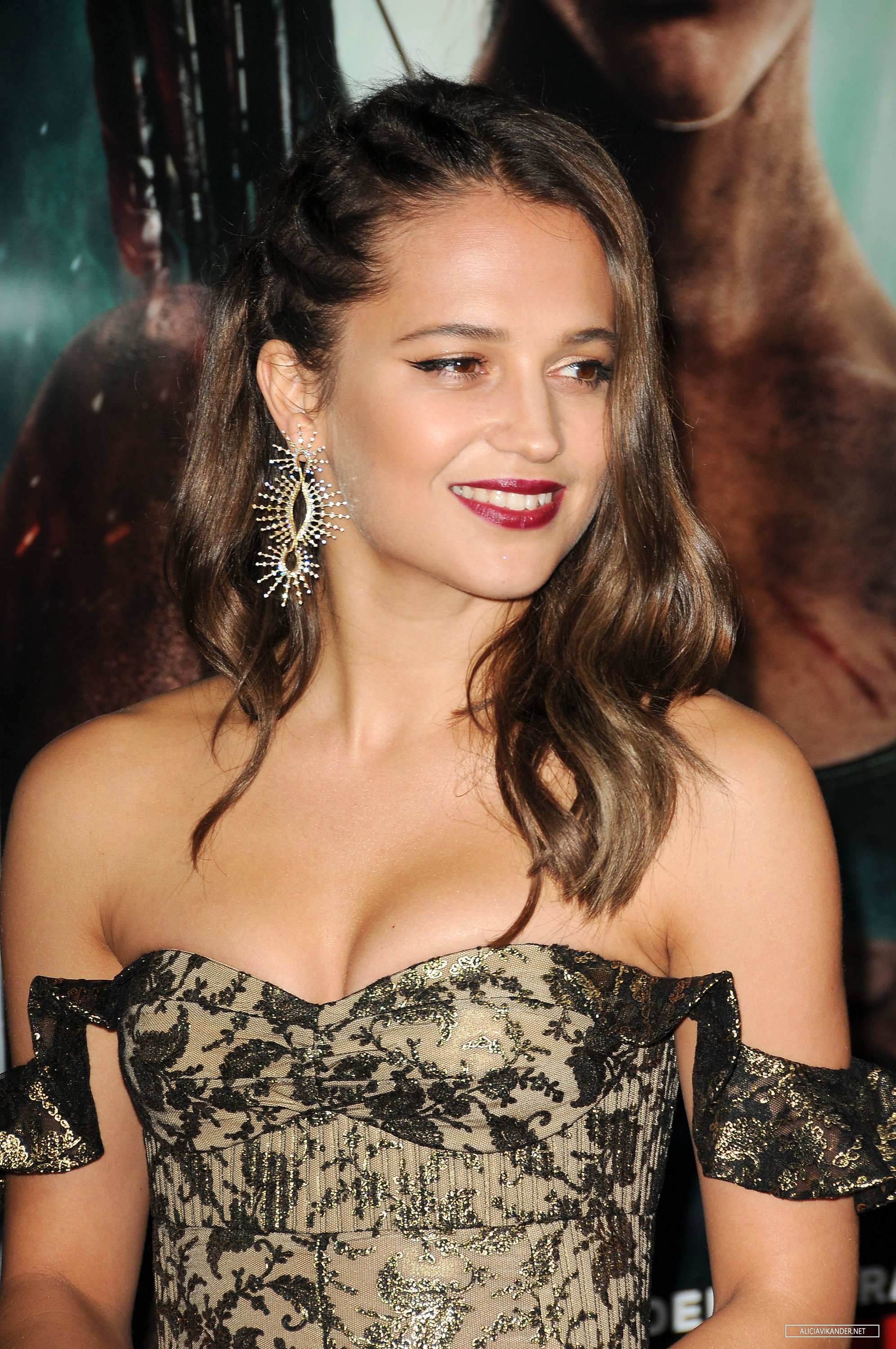 Alicia Vikander sexy dress Tomb Raider premiere