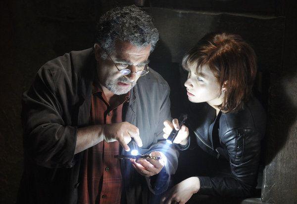Warehouse 13 - Saul Rubinek as Artie Nielsen, Allison Scagliotti as Claudia Donovan