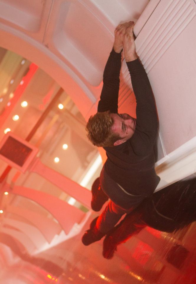 Captain Kirk (Chris Pine) hanging on a ledge - Star Trek Into Darkness