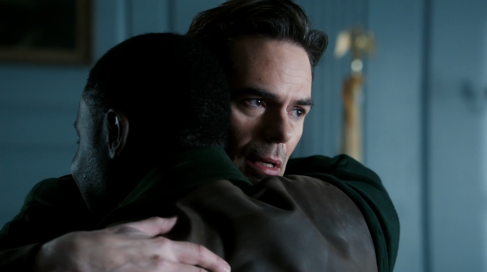 Billy Burke as Miles greeting his friend Alec - Revolution