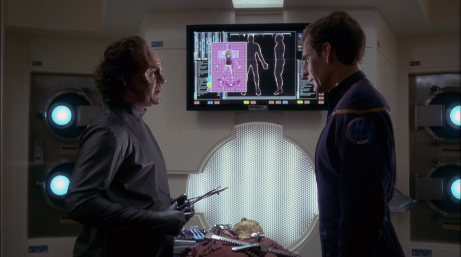 Captain Archer and Doctor Phlox discussing the new Sulliban enemy - Enterprise Star Trek Enterprise Season 1 Blu-ray Review