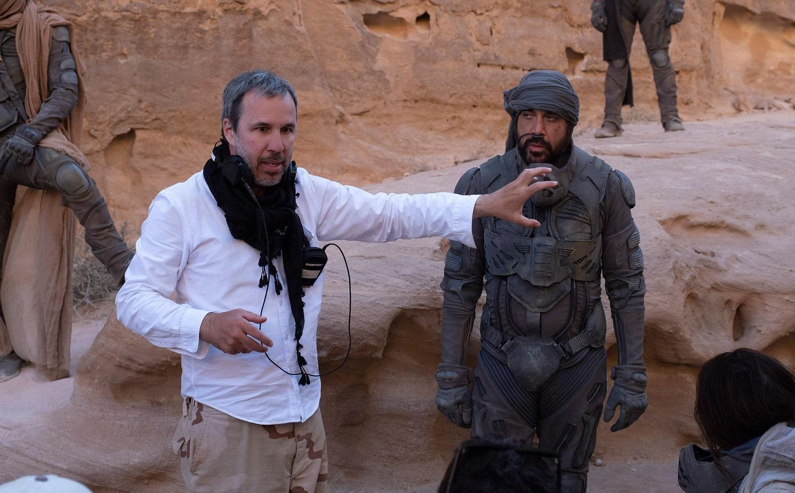 Dune-2020-Denis-Villeneuve-on-set-with-Javier-Bardem-as-Stilgar