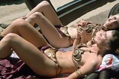Carrie Fisher and stunt double as slave leia in metal bikini