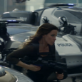 kate-beckinsale-as-lori-grabbing-a-gun-total-recall