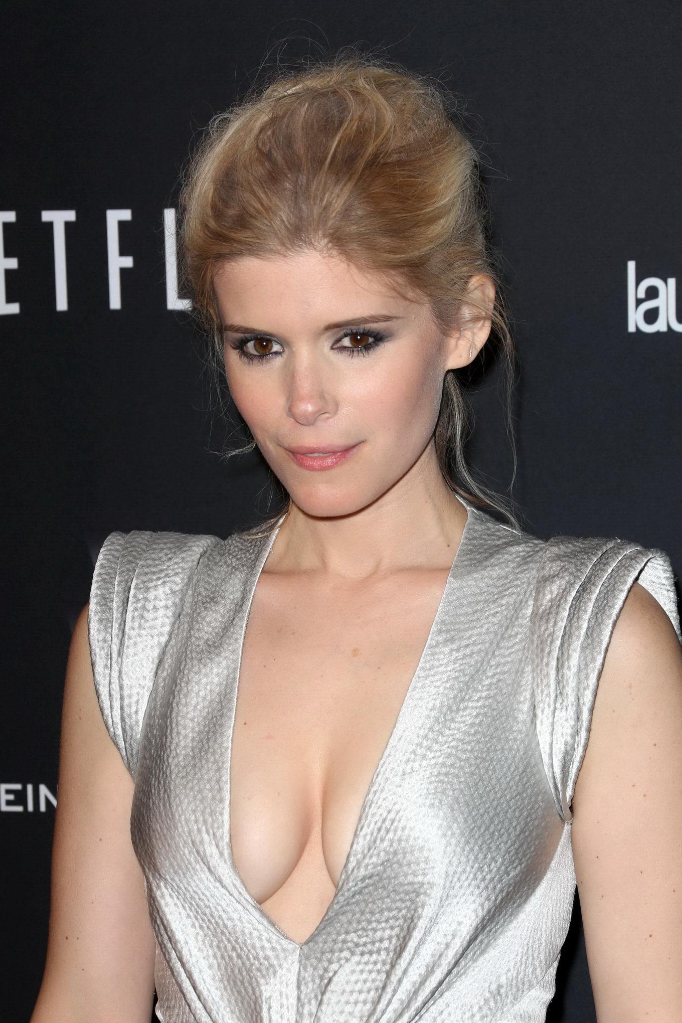 Kate-Mara-cleavage-in-Fantastic-Four