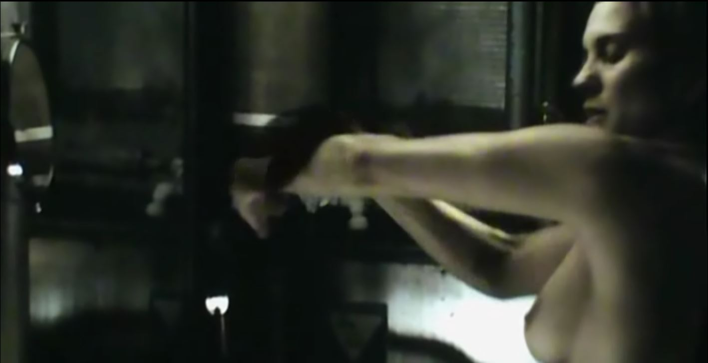 Katee Sackhoff side-boob (topless) in Riddick
