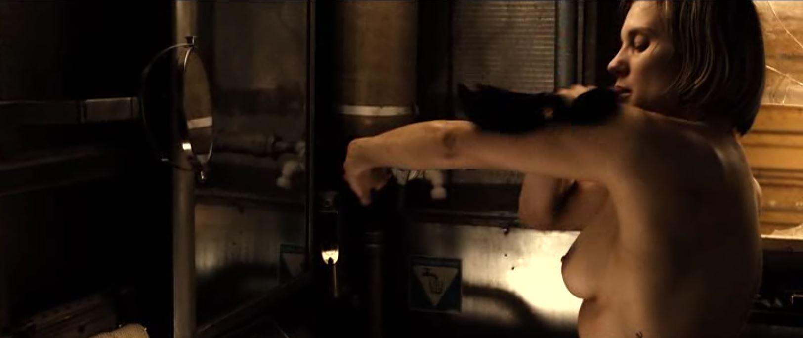 Katee Sackhoff topless sideboob in Riddick