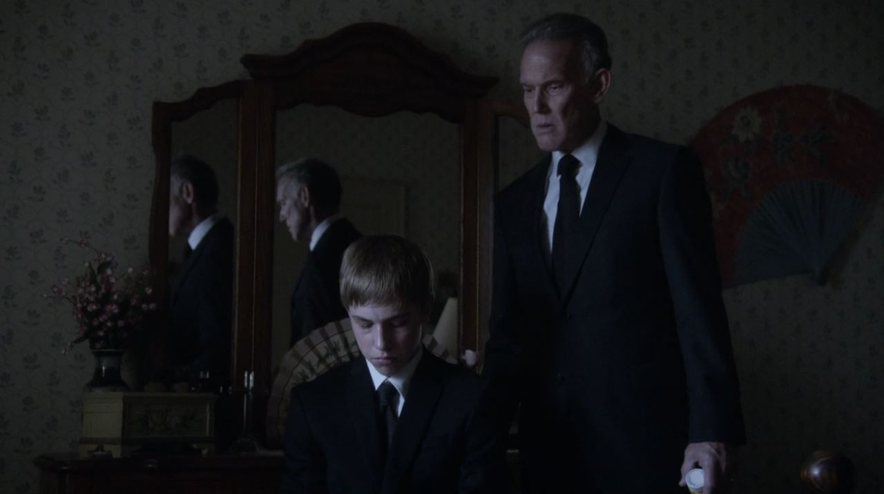 Revolution - A young doctor Horn and his father