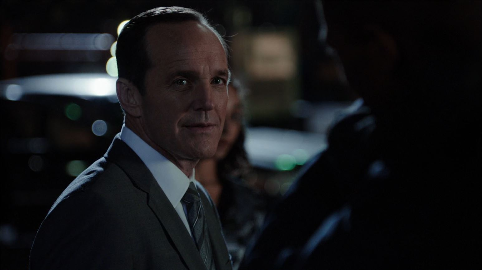 Agents of SHIELD - Clark Gregg as agent Coulson being captured by Centipede