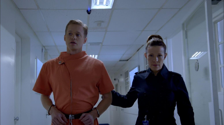 Almost Human - Captain Maldonado escorting Ethan Avery