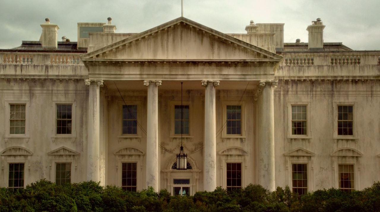 Revolution - Mis Dos Padre - The Whitehouse