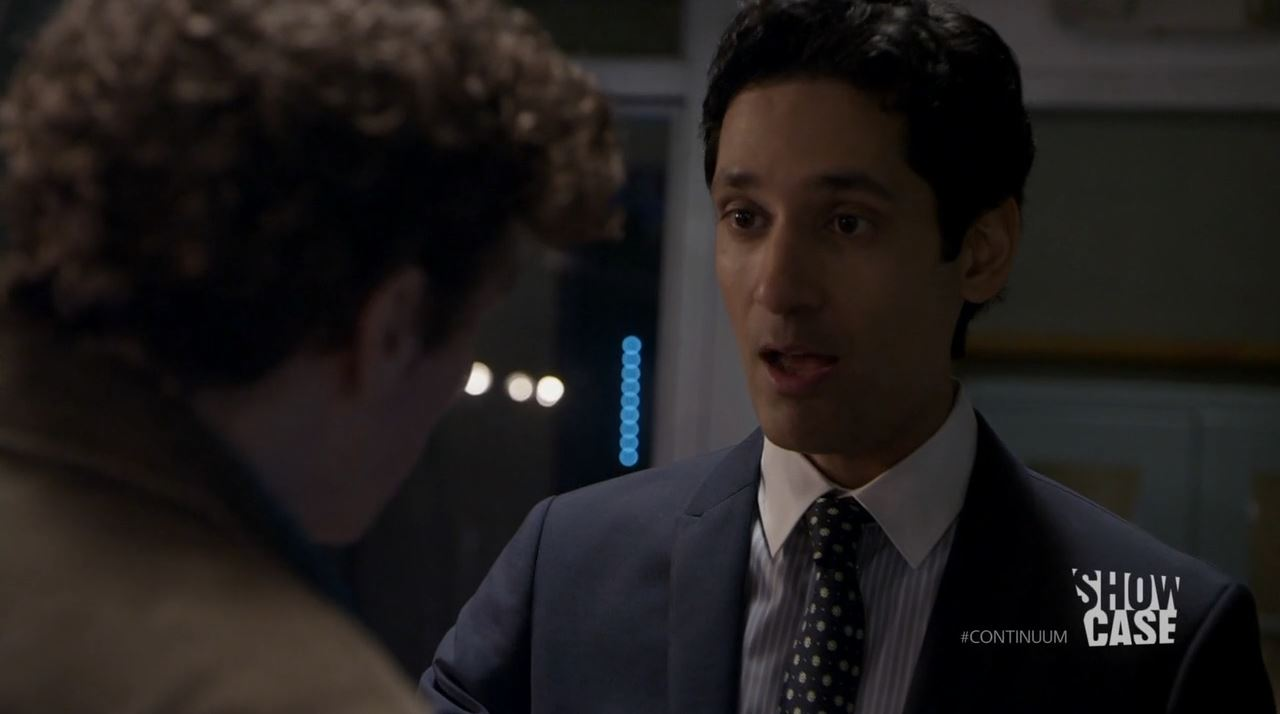Continuum season 3 - minute to minute - Stephen Lobo as Kellog being confronted by Alec