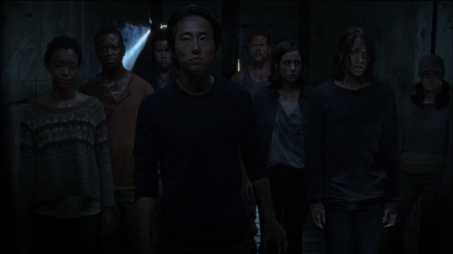 The Walking Dead season 4 finale -Glenn Maggie and the rest in the train