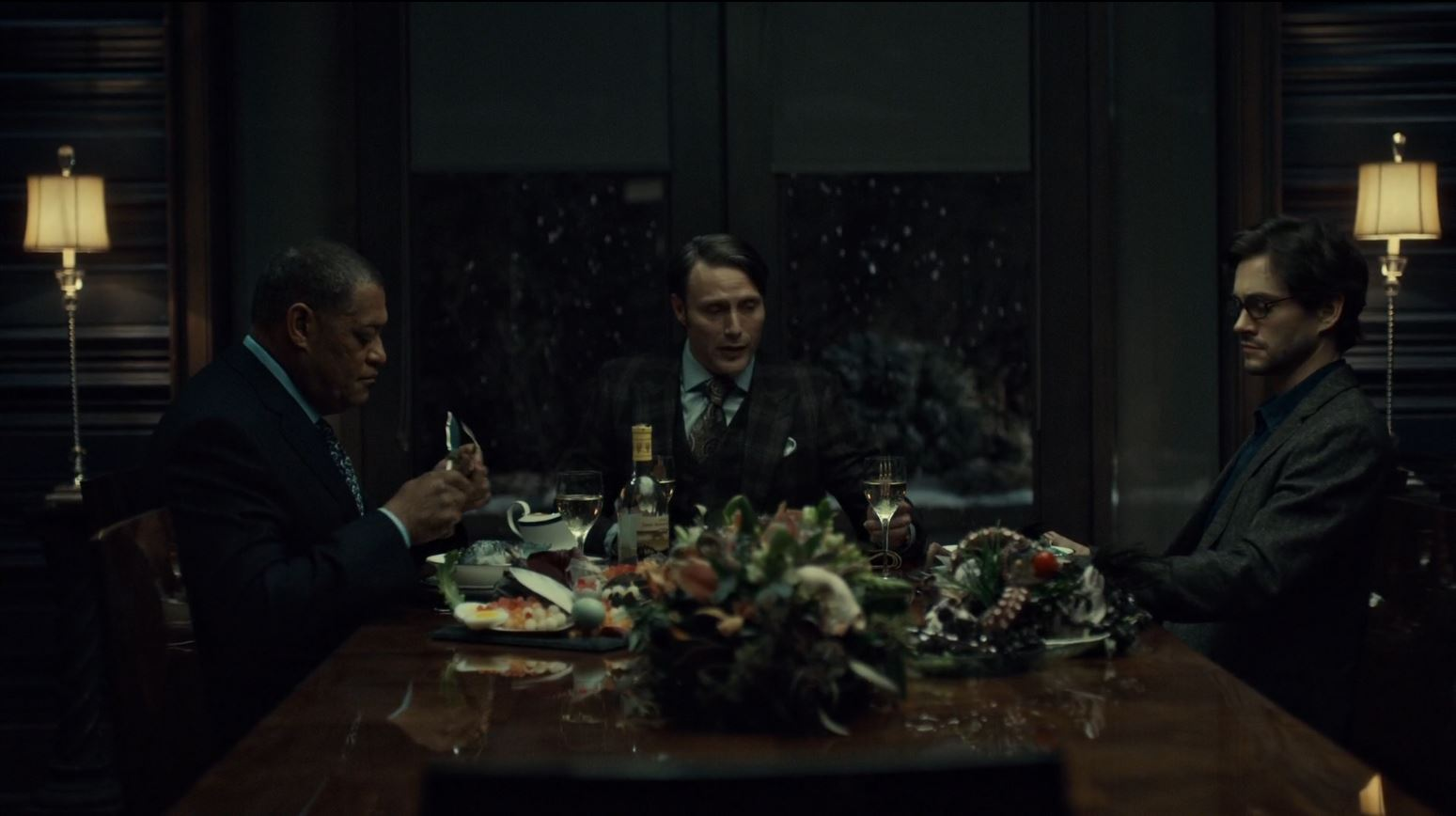 Hannibal Season 2 Episode 8 Su-zakana - Hannibal, Crawford and Graham eating fish