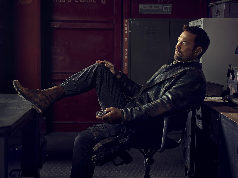 Defiance season 2 - Grant Bowler  as Joshua Nolan sitting