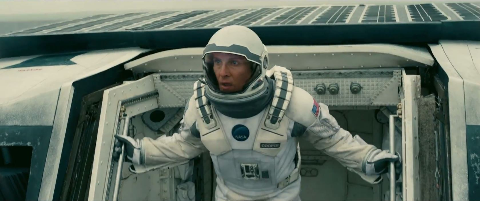 Interstellar trailer - Matthew McConaughey finds a planet
