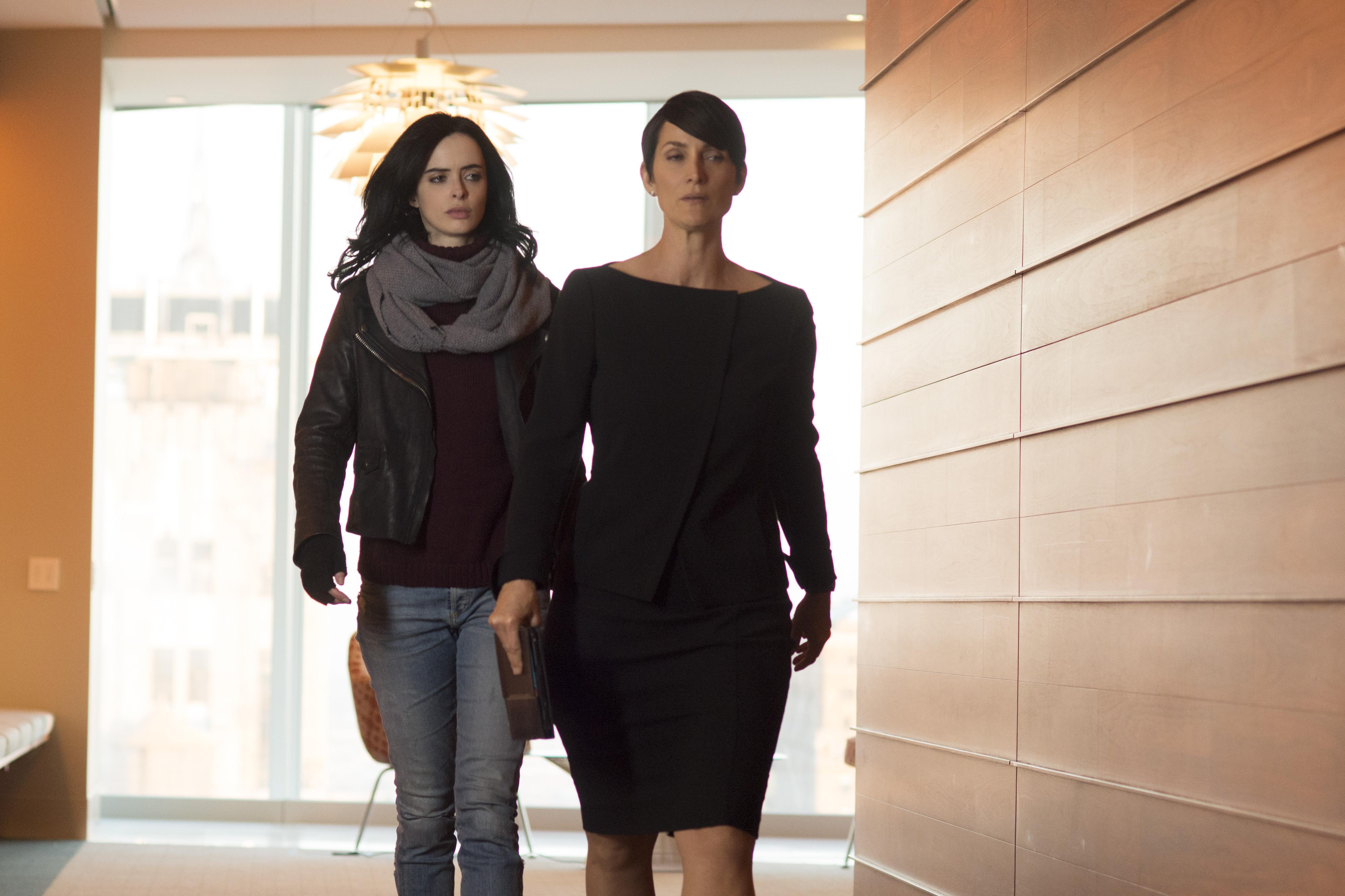 Carrie-Anne Moss and Krysten Ritter in Jesica Jones